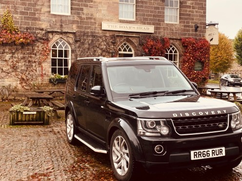 Landrover Discovery Parked outside the Boars Head at Ripley